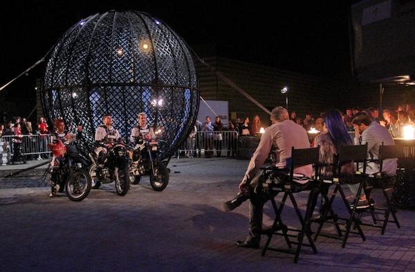 Leoš Mareš se postaví do Globu smrti při adrenalinové jízdě tří motorkářů. Foto: TV Prima