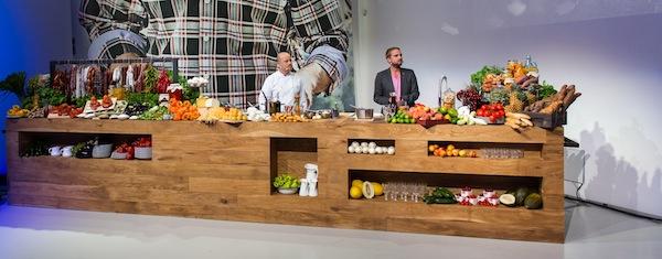 Součástí tiskové konference byl kuchařský pult ze spotů