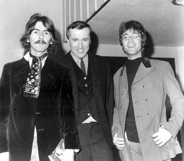 George Harrison a John Lennon s Davidem Frostem. Foto: Profimedia.cz