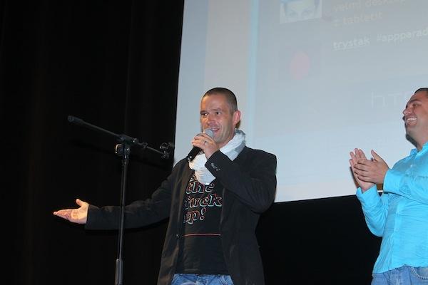 Petr Zvěřina mimo vilu, v show na pódiu bia Oko. Foto: Tomáš Pánek
