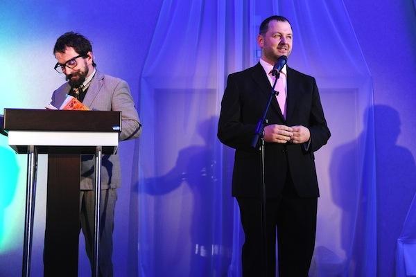Organizátor soutěže René Jež (vpravo) s moderátorem večera. Foto: Isifa
