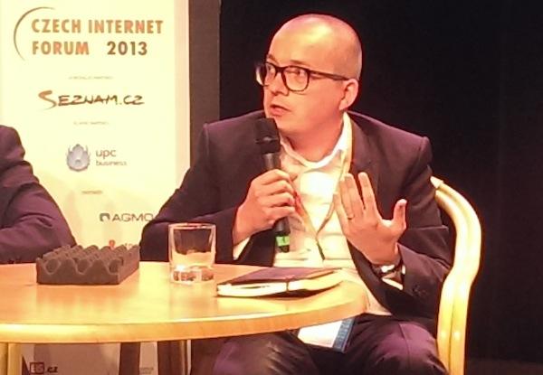 Petr Bažant na dnešní diskusi v pražském divadle Archa