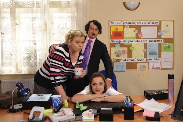 Sabina Remundová, Pavel Liška a Barbora Poláková v sitcomu Marta a Věra. Foto: ČT
