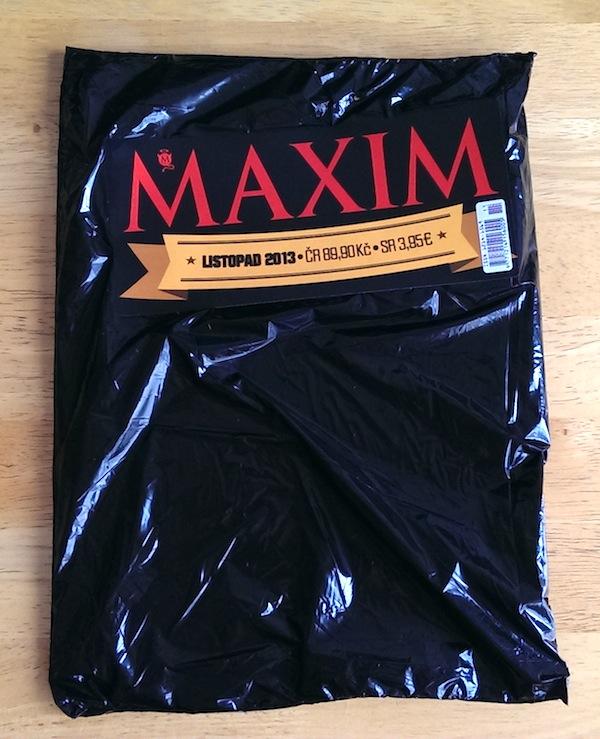 Balení časopisu Maxim v regálech prodejen Tesco