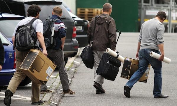 Policisté v září v Košířích zabavili počítače a další věci. Foto: Michal Šula / Mafra /Profimedia.cz.