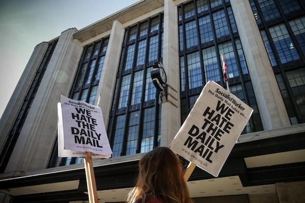 Článek Daily Mailu vzbudil nenávist některých Britů vůči těmto novinám. Foto: Profimedia.cz