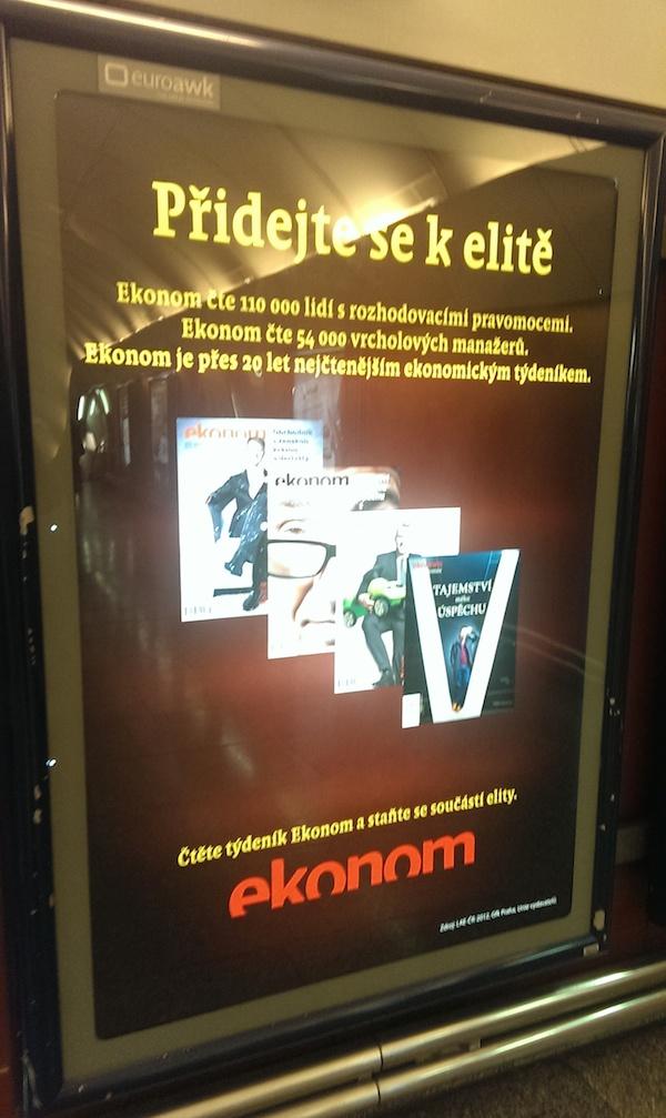 Přidejte se k elitě, čtou si redaktoři Economie cestou do práce v metru Křižíkova