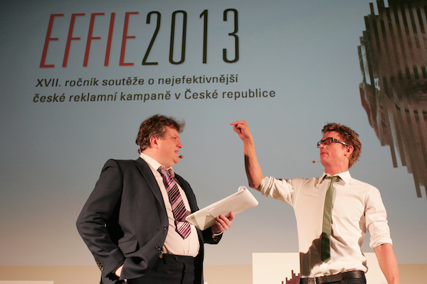 Večer uváděli Tomáš Jeřábek a Tomáš Měcháček, protagonisté kampaně Air Bank