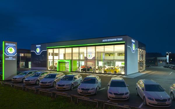 Redesignovaná prodejna Škody: autosalon Esthofer v Rakousku