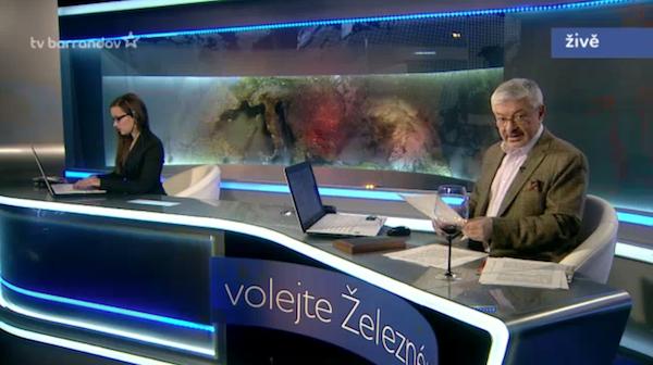 Vladimír Železný v novém studiu svého starého pořadu. Repro: barrandov.tv