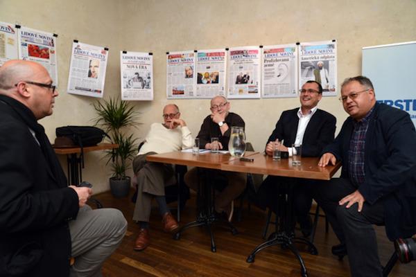 Zleva Jiří Peňás, Václav Bělohradský, Jaroslav Veis, Dalibor Balšínek a Michal Klíma v červnu v Langhansu