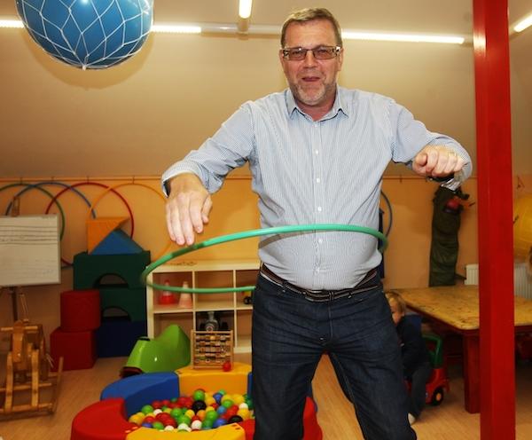 Kandidát TOP 09 na senátora Viliam Buchert v říjnu 2012 při své předvolební kampani. Foto: Dan Materna / Mafra / Profimedia.cz