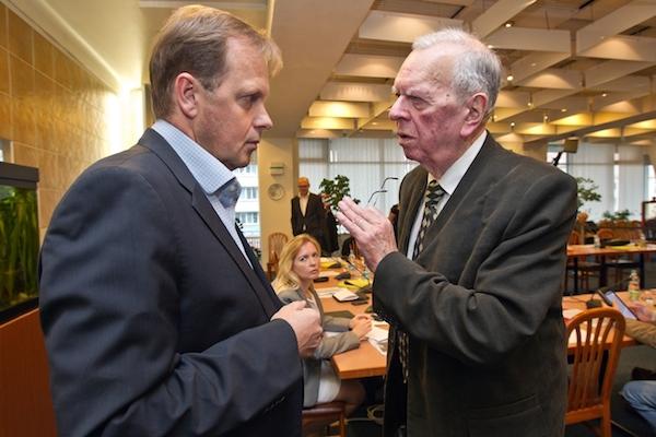 Petr Dvořák a Milan Uhde na schůzi Rady ČT začátkem listopadu. Foto: Petr Topič / Mafra / Profimedia.cz