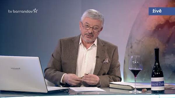 Vladimír Železný dnes popil cabernet sauvignon z Mikulova. Repro: barrandov.tv