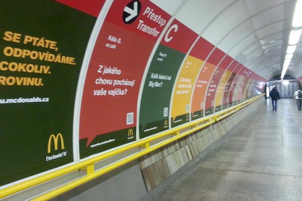 Kampaň McDonald's v pražském metru