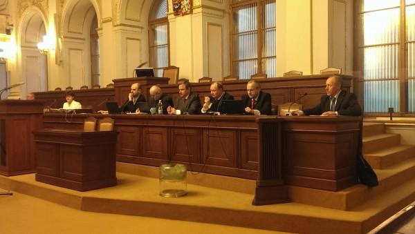 Poslance volebního výboru čeká slyšení od 9 do 19 hodin