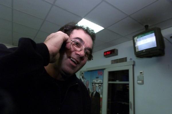 Předseda televizních odborů Antonín Dekoj při stávce v televizi v roce 2001. Foto: Michal Růžička / Mafra / Profimedia.cz