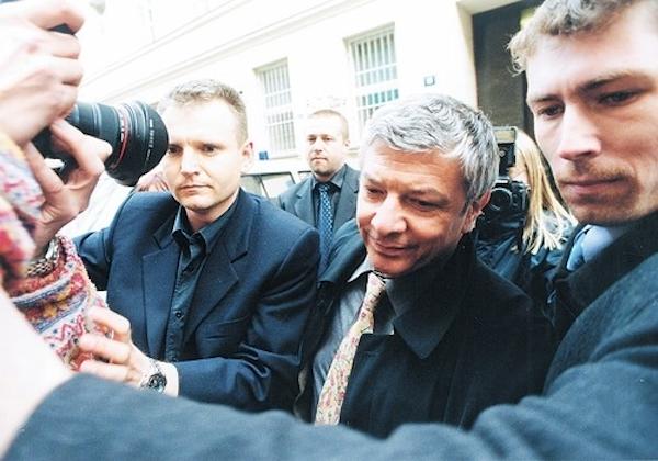 Televizní podnikání přivedlo Železného až do policejní cely. Zadržen byl 13. listopadu 2001. Foto: Profimedia.cz