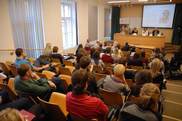 Diskuse opět probíhala v učebně 215 pražského Hollaru. Foto: Ondřej Novák