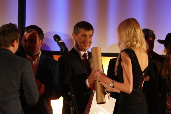 Ocenění převzal i šéf ANO a ministr financí Andrej Babiš, vlevo Marek Prchal, vedle něj Jan Řežáb. Foto: Martin Borovička