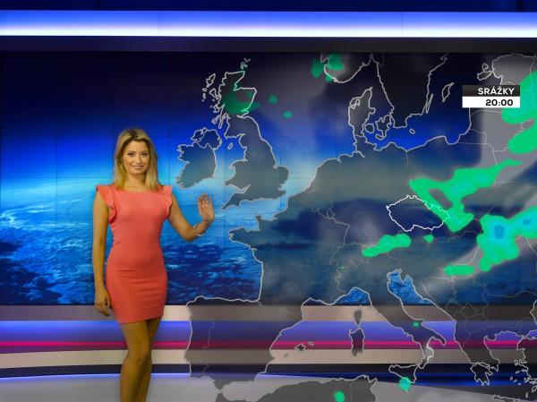 Nové Počasí na Nově, mapa oblačnosti nad Evropou. Moderátorčin pohyb dlaní snímá Kinect umístěný nad kamerou. Foto: TV Nova