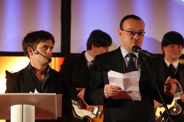 Moderátor večera Jiří Mádl a prezident pořádající Asociace.biz Michal Kříž. Foto: Martin Borovička