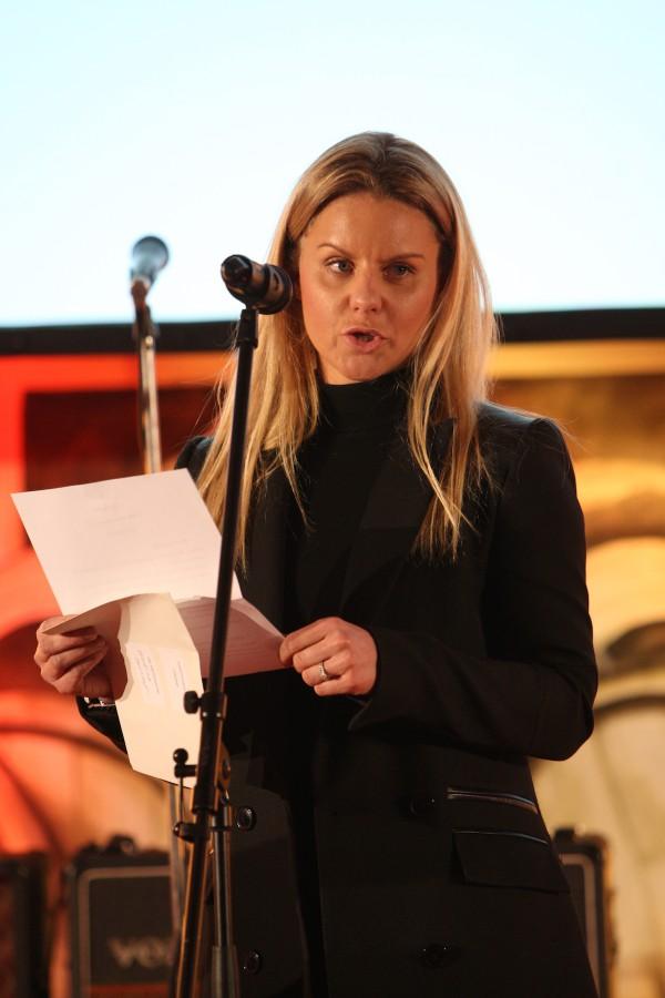 Jednu z trofejí předávala Kateřina Havrlant, za svobodna Holcmanová, z Googlu. Foto: Martin Borovička