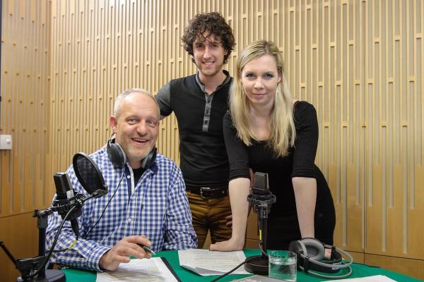 Moderátor Jan Kovařík, redaktor Jan Herget, mluvčí Tereza Krásenská. Foto: Khalil Baalbaki