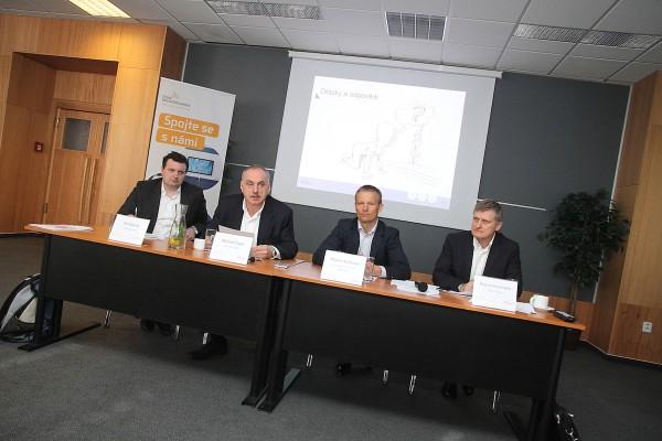 Své plány dnes šéfové Radiokomunikací představili u paty žižkovského vysílače v Praze