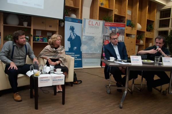 Ištván Léko (zcela vpravo) na debatě tuzemského seskupení European Leadership & Academic Institute
