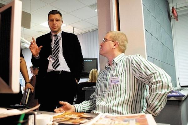 Ondřej Neumann (vpravo) jako šéfeditor ČT24 v listopadu 2006, s šéfem zpravodajství ČT Zdeňkem Šámalem. Foto: Profimedia.cz