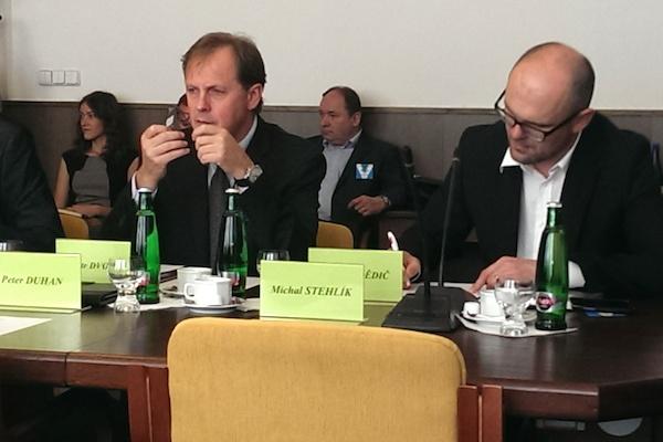 Generální ředitel ČT Petr Dvořák a předseda Rady ČT Jaroslav Dědič na dnešní schůzi volebního výboru