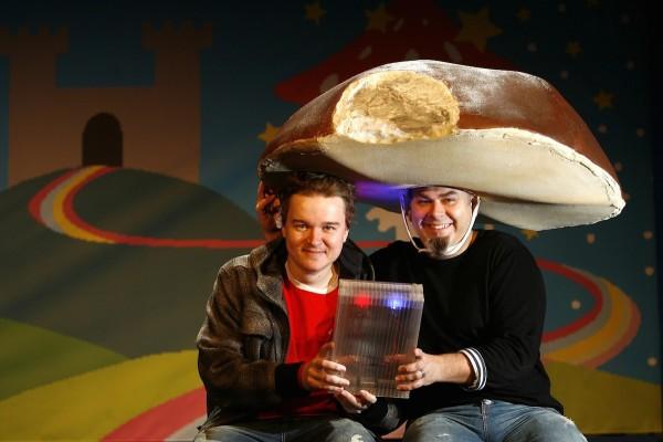 Kromě seriálů píše Petr Kolečko (vlevo) divadelní hry, jednou z nich je Game Boy. Na snímku i režisér Tomáš Svoboda. Foto: Profimedia.cz