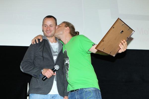 Z radosti dal pusu Mikoláši Tučkovi, který na AppParade natáčel pro partnerský pořad Applikace
