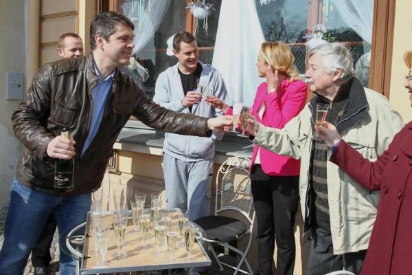 Generální ředitel Primy Marek Singer (v kožené bundě) na první klapce nového cyklu. Foto: TV Prima