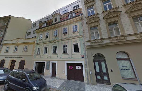 Redakce magazínu Reportér má sídlit v pražské Truhlářské 15. Repro: Google Street View
