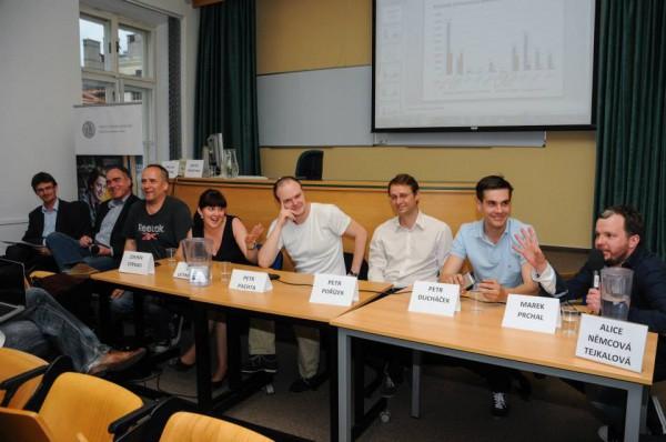 Počtem účastníků setkání připomnělo televizní superdebaty. Foto: Jan Červenka
