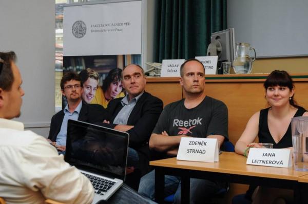 Zleva akademici Václav Štětka a Michel Perottino, vedle Zdeněk Strnad za Piráty a Jana Leitnerová za Zelené. Foto: Jan Červenka