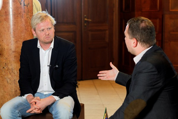 Šéfredaktor Týdne Jaroslav Plesl a moderátor debaty Tomáš Vyšohlíd z komunikační agentury Konektor