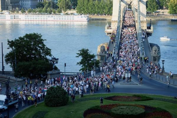 Pondělní demonstrance v Budapešti proti vládním tlakům na média. Foto: Profimedia.cz, AFP
