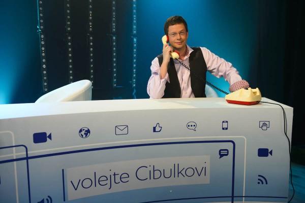 Šéfdramaturg zábavní tvorby Barrandova Aleš Cibulka v pořadu o programu stanice. Foto: TV Barrandov