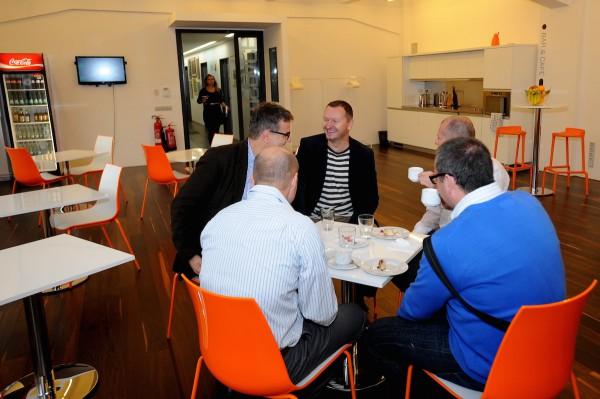 Manažeři televizí Nova a Prima se druží kol jednoho stolu. Foto: Martin Kabát