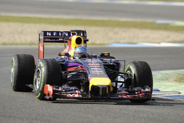 Závodník Sebastian Vettel na okruhu ve Španělsku. Foto: Profimedia.cz