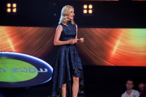 Československou Chartshow odmoderuje Adela Banášová. Foto: TV Nova