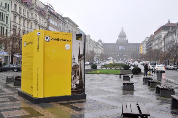 Zlaté stránky se loučí instalací na pražském Václavském náměstí. Foto: Mediatel
