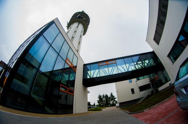 Zrekonstruovaný objekt tvoří věž a okolní přízemní objekty. Foto: Martina Votrubová