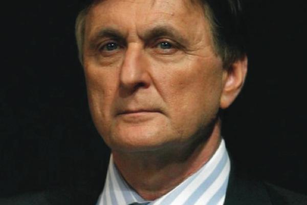 Dlouholetá tvář Novy Václav Tittelbach se vrací na Barrandově jako průvodce politikou. Repro: TV Barrandov