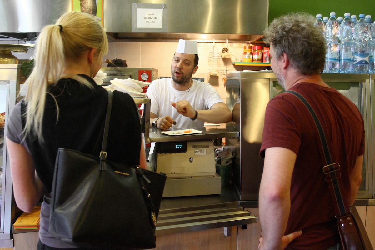 Show Překvápko: Michal Kavalčík jako prodavač kebabu. Foto: TV Prima