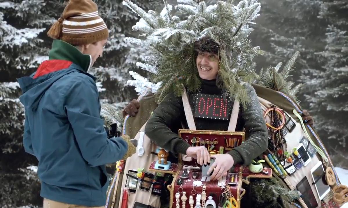 Ivan Trojan (vlevo) jako tělocvikář a Jakub Žáček jako polský šmelinář v reklamě T-Mobilu