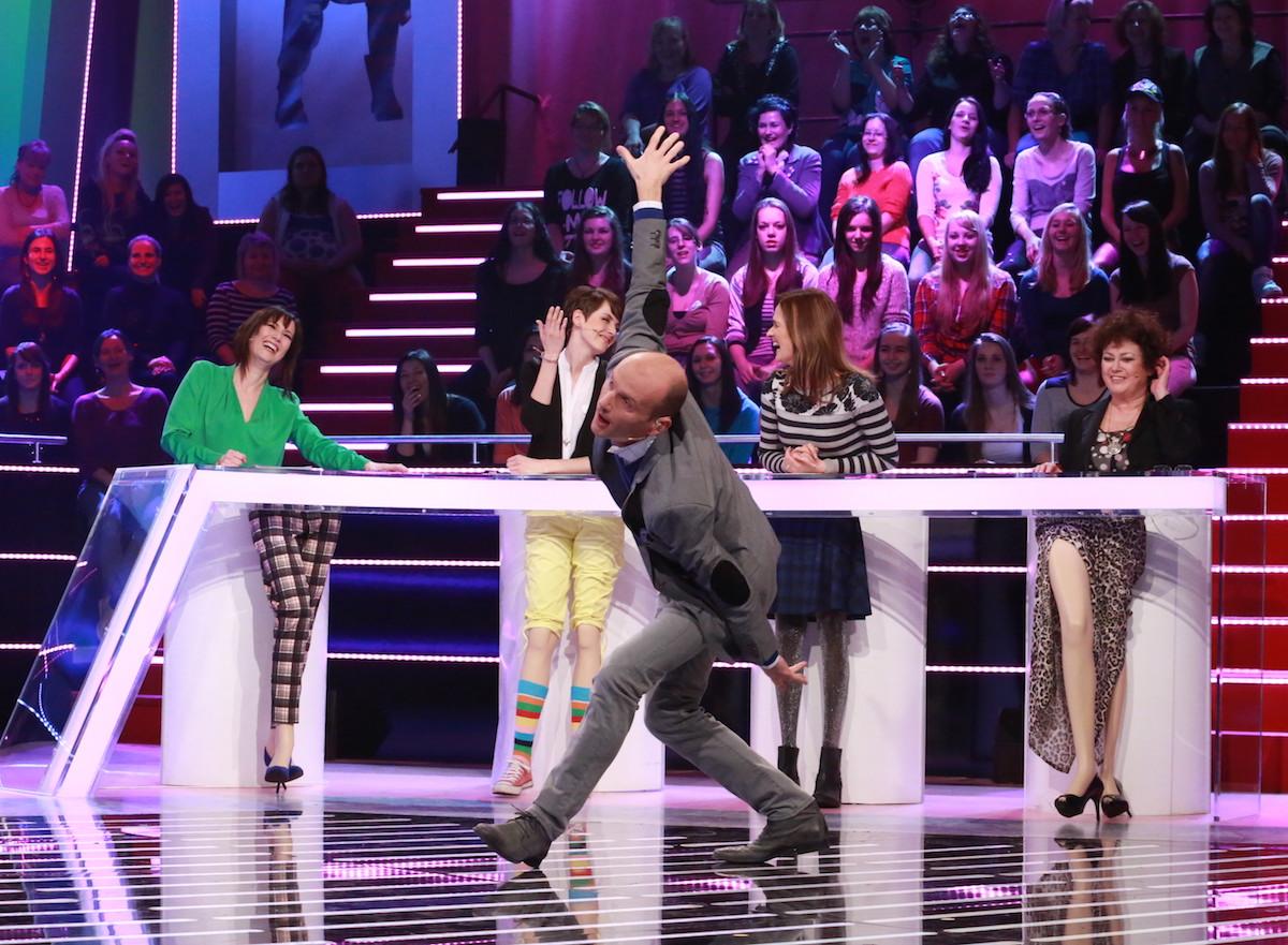 Dalibor Gondík předvádí Mám jednu ruku dlouhou od Buty. Foto: TV Prima